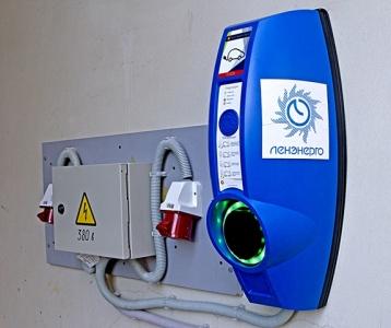 В «Ленэнерго» появилась зарядная станция для корпоративных электромобилей