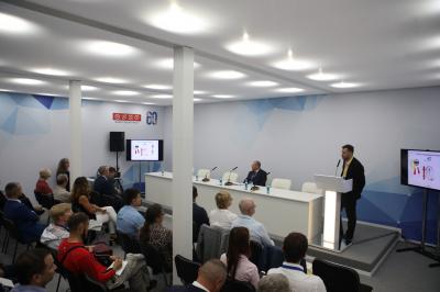 В «Россети Ленэнерго» обсудили вопросы охраны труда и рассмотрели новейшие средства защиты на производстве