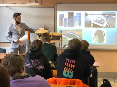 Специалисты «Россети Ленэнерго» знакомят учащихся энергокласса  с основами электроэнергетики